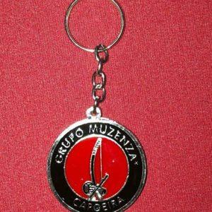 Chaveiro com a logo do Grupo Muzenza